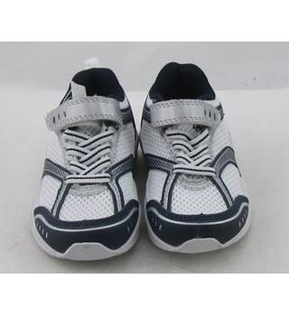 NWOT M&S Kids, size 6/23 white mix trainers