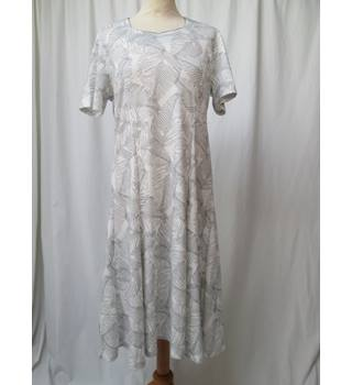Tigi - Size: 14 - White - Knee length dress
