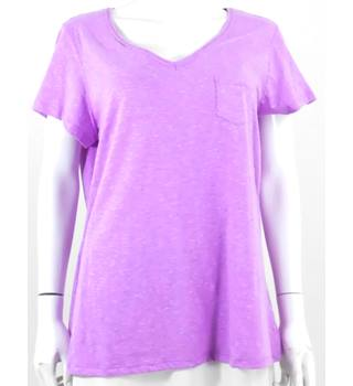 M&S size 18 lilac v necked t shirt