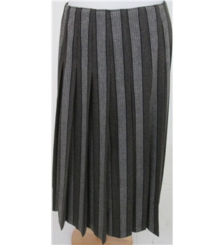 Unbranded size: S brown/grey pleated skirt