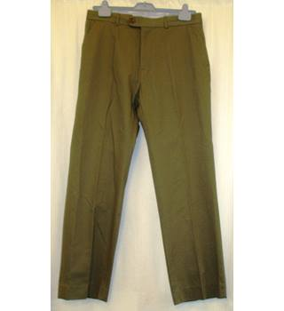 BNWT Ultimo Collection  Size 36 R Olive green straight leg Chinos