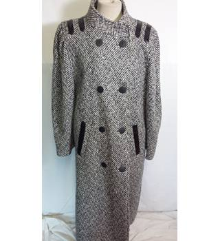 Full length wool mix monochrome coat size L Unbranded - Size: L - Black