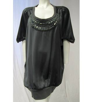 Dark Green Top with Pretty Detail on the front Size XL Unbranded - Size: XL - Green