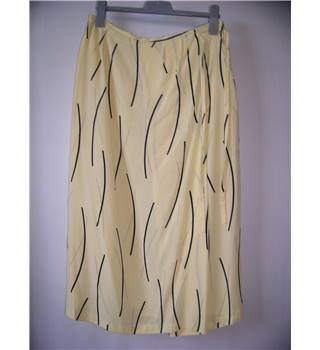 Chianti size 16 Yellow with Black Line Pattern Long Skirt