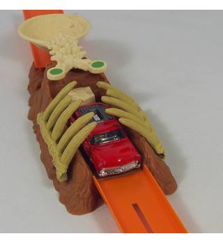 Hot Wheels Dinosaur Stunt  : Rib Cage launcher