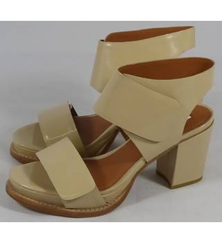 BNWT And Other Stories Shoes - Nude - Size 7 and other stories... - Size: 7 - Cream / ivory