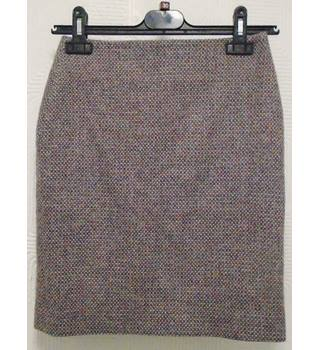 Johnstons Of Elgin Wool Skirt Johnstons Of Elgin - Size: 6 - Purple