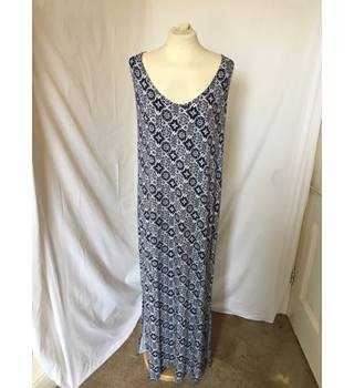 Navy and White Patterned M&S Maxi Dress M&S Marks & Spencer - Size: 22 - Blue - Full length dress