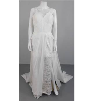 BNWT Bailey Bridal Size 10 White Lace and Chiffon Dress with High Leg Split