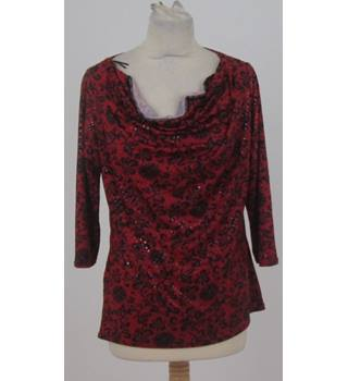 M&Co. Size: 14 Red and Black Floral Pattern Top