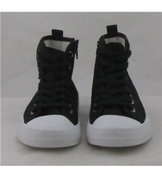 NWOT M&S Kids size 2/34.5  black and white hi-tops
