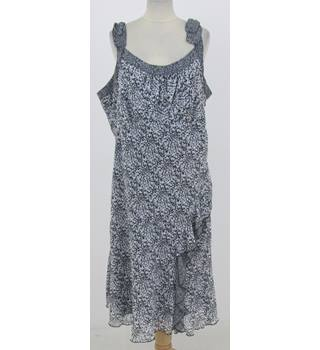 Per Una - Size: 22L - White and black floral dress