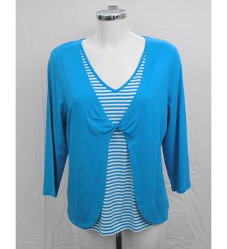 Country Casuals turquoise top Size M