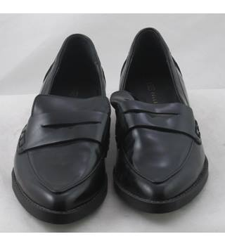NWOT M&S Collection, size 5 black penny loafers