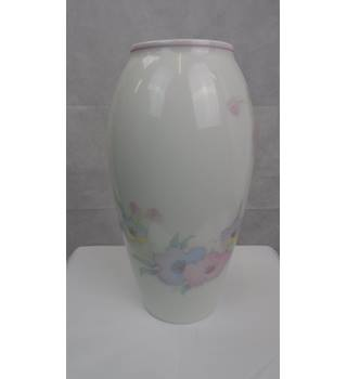 BEAUTIFUL FLORAL LIMOGES FRANCE PORCELAIN VASE