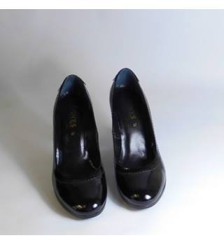 JONES BLACK PATENT COURT SHOES
