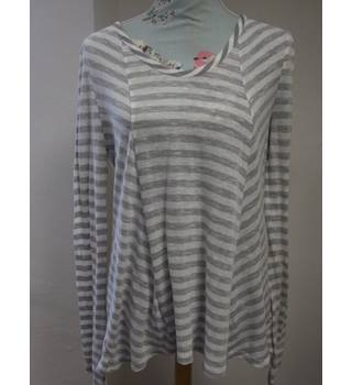 Anthropologie  size M White & Grey Horizontally Striped  Long Sleeved Shirt