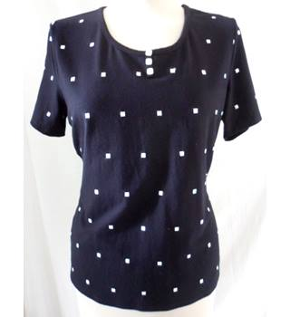 Country Casuals - Size: M - Black with White Squares - T-Shirt