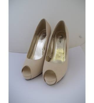 Brand New - Jane Norman - Size: 7 - Cream - Heeled shoes