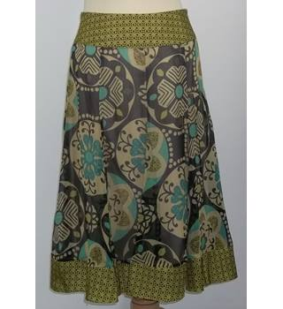BNWT Phase Eight-Size 8-Green Mix-Skirt.