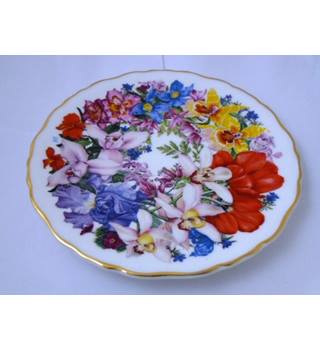 "Collectors Royal Albert ""Chelsea Bouquet"" Display Plate"