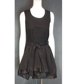 Jaeger - Size: 6 - Black - Sleeveless
