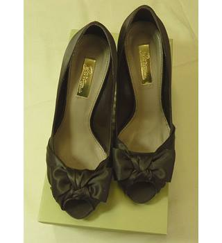 Zara Basic Brand New in Box Satin Stilettos Size 5 Zara - Size: 7 - Brown - Heeled shoes