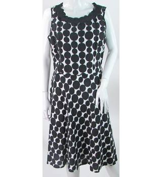 Per Una - Size: 14 - Black/White - 100% Linen - Sleeveless Dress with Spots