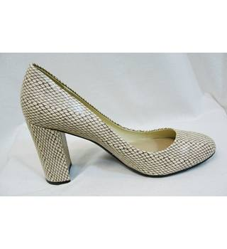 M&S Marks & Spencer - Size: 7.5 - Cream - Court shoes