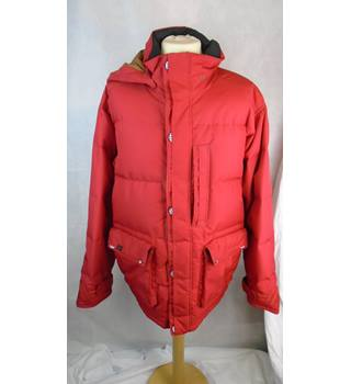 EYE CATCHING RED COAT BY VANS, SIZE L Vans - Size: L - Red - Padded jacket