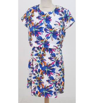 BNWT Urmoda - Size: L - White and blue floral print with cut outs dress