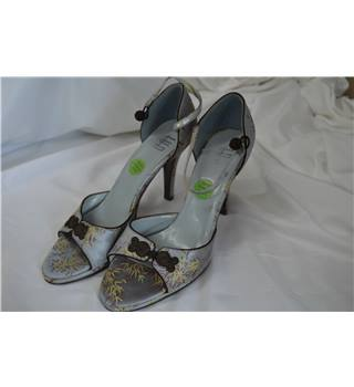 LUA, size 6.5 grey satin embroidered sandals