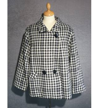 St Michael - Size: 16 - Black and White Houndstooth- Wool Coat