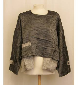 BNWT Neslay - Size: 1/2 - Gray - Batwing top