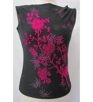 "Pearce Fionda - Size: M (32"" chest) - Black and cerise - Sleeveless top"