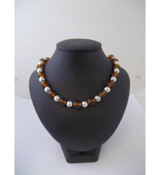 Brand new - Isle - Size: Medium - Glass bead - Necklace