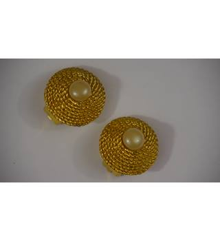 Basket weave gold pearl effect clip on earrings