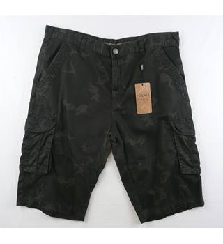 BNWT - Sand Stone - Size: 38 - Dark Green - Shorts
