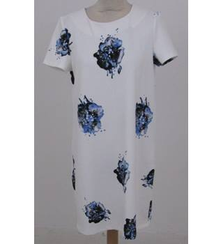 Vero Moda size: L White with blue flowers shift dress