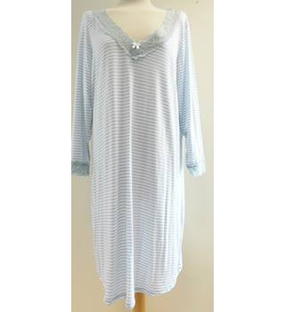 M&S - Size: 20 - Blue and white - Nighty