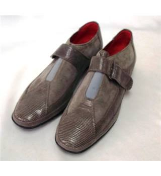 Amalfi Grey Size 6 Suede Shoes