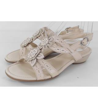 Marks & Spencer Footglove Beige Leather Sandals Size 3.1/2 wider fit