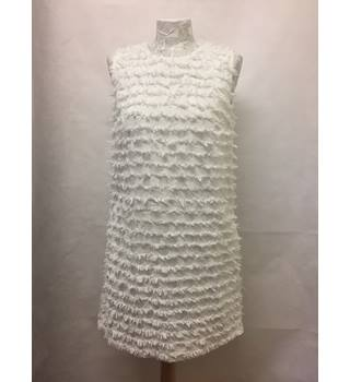 Trendy French Connection - Size: 8 - White shift dress