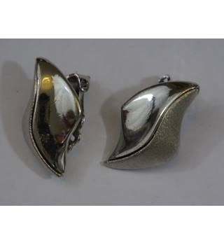 Silvery curve clip on earrings