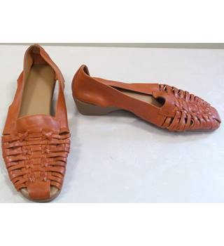 TLC - Size: 8 - Brown - Flat shoes