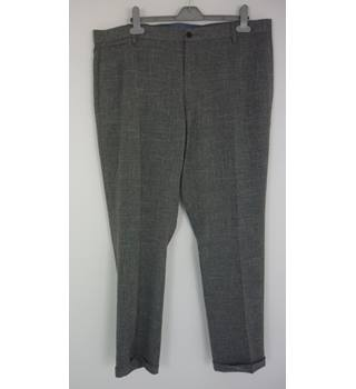 "M & S Size: L, 36"" waist, 33"" inside leg Grey Mix Check Smart/Stylish Polyester Trousers"