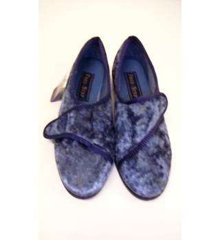 BNWT Free- Step - Size: 6 - Blue - Slippers