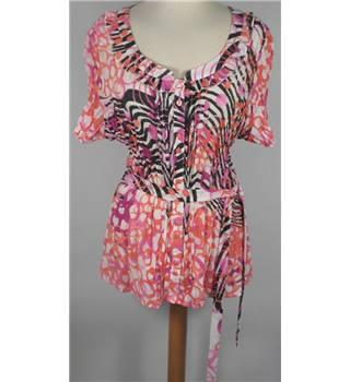 BNWT Claudia. C - Size 20 - Pink/black/purple pattern blouse