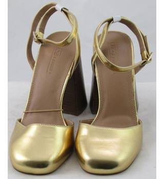 NWOT ASOS, size 7 gold block heeled ankle strap shoes