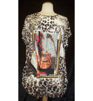 "BNWT Boske by Epoca Trade Size M voluminously cut leopard print cap sleeved T-shirt with guitar and words ""Don't make me laugh"""